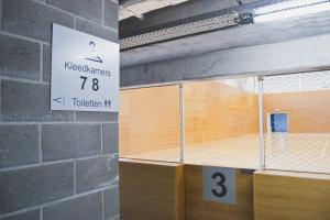 Permanente CO₂-meting en ventilatieplan in kleedkamers van sportinfrastructuur